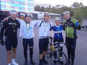 Das weiße Team aus Oslo und ich im Ziel